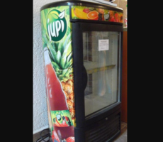 30.5.2017 Dražba chladničky nápojů. Vyvolávací cena 600 Kč.