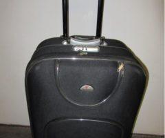 Do 17.7.2017 Výběrové řízení na prodej kufru. Minimální kupní cena 200 Kč.