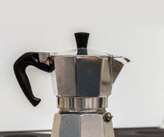 15.8.2017 Dražba souboru movitých věcí (kávovary). Vyvolávací cena 350 Kč.