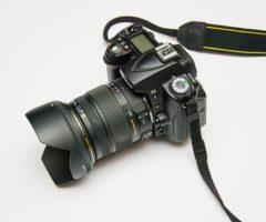 15.8.2017 Dražba fotoaparátu. Vyvolávací cena 1.000 Kč.