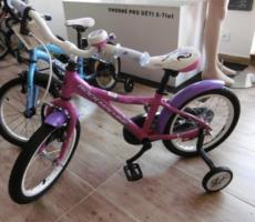26.9.2017 Dražba dětského jízdního kola Rock Machine typ Dark Angel. Vyvolávací cena 600 Kč.