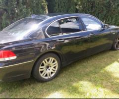 7.12.2017 Aukce automobilu BMW 765. Vyvolávací cena 50.000 Kč.