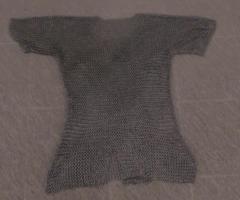 10.1.2018 Dražba košile pro historický šerm. Vyvolávací cena 800 Kč.