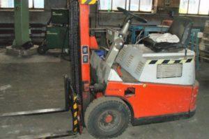 Výběrové řízení na prodej vysokozdvižného vozíku Desta. Minimální kupní cena 32.000 Kč.