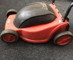 11.5.2018 Dražba používané elektrické zahradní sekačky. Vyvolávací cena 250 Kč.
