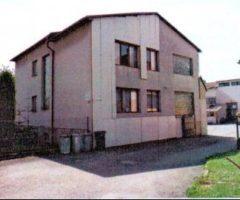 06.06.2018  Dražba / prodej domu. Tato nemovitost leží v okrese Pelhřimov. Vyvolávací nebo kupní cena 975 000 Kč