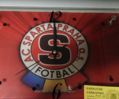 24.5.2018 Dražba souboru movitých věcí s logem Sparta. Vyvolávací cena 260 Kč.