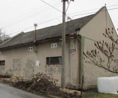 4.9.2018 Dražba rodinného domu, okres Bruntál. Vyvolávací cena 140.000 Kč.