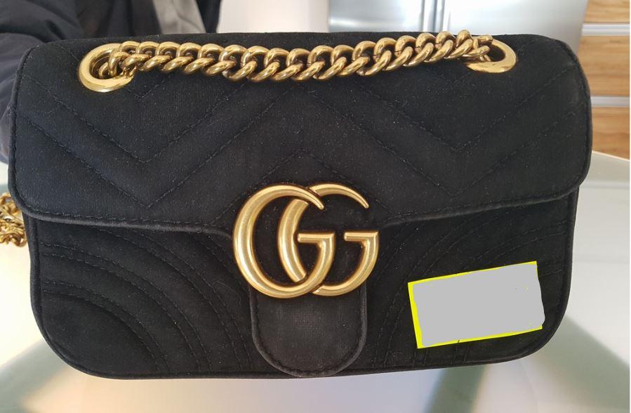 a50c577e8 13.7.2018 Dražba dámské kabelky, s nápisem Gucci, černá. Vyvolávací cena  7.000 Kč. Další informace naleznete v popisu dražby níže.