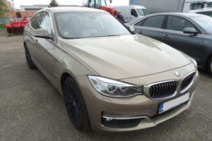 Do 25.6.2018 Aukce automobilu BMW 328i XDRIVE, r. 2016. Vyvolávací cena 690.000 Kč.