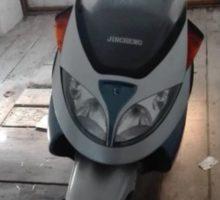 22.8.2018 Dražba motocyklu Jincheng Mondial 150 ZAT. Vyvolávací cena 5.000 Kč.