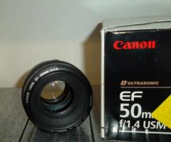 29.8.2018 Dražba objektivu Canon EF 50 mm. Vyvolávací cena 2.000 Kč.