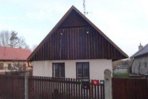 09.10.2018 Dražba domu. Tato nemovitost leží v okrese Hradec Králové. Vyvolávací cena 448 000 Kč (ID: 275949)