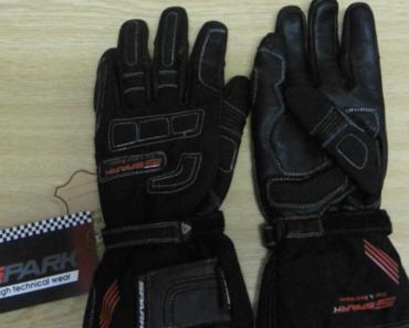 28.11.2018 Dražba motorkářských rukavic Spark. Vyvolávací cena 380 Kč.
