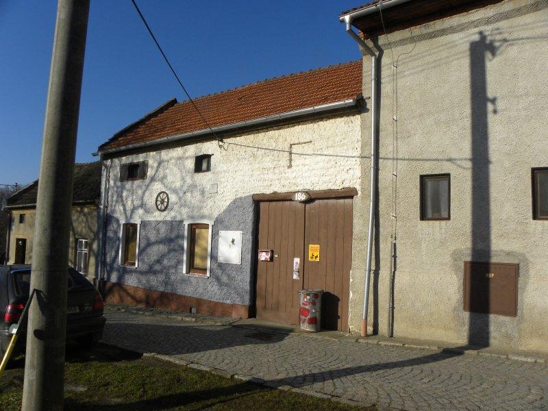 27.11.2018  Dražba domu. Tato nemovitost leží v okrese Prostějov. Vyvolávací cena 72.000 Kč