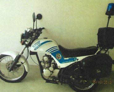 Úřední nabídka 3 policejních motocyklů a skútrů. Nízké ceny. Zapojte se do války skladů českých úřadů.