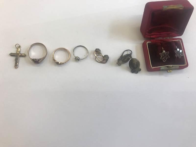 Do 23.11.2018 Aukce ostatních movitých věcí (šperky). Vyvolávací cena 3.600 Kč, ID380471