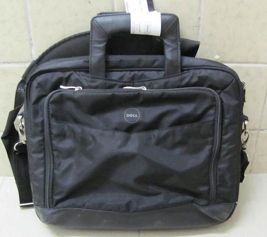 Do 17.12.2018 Aukce látkové tašky Dell. Vyvolávací cena 100 Kč.