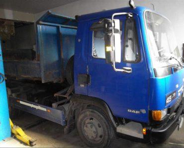 11.12.2018 Dražba nákladního automobilu - nosiče kontejnerů DAF. Vyvolávací cena 70.000 Kč.