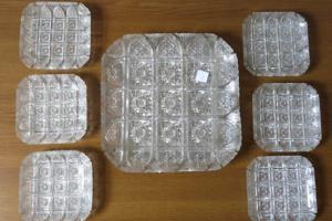 Do 18.1.2019 Aukce dezertní broušené sady. Vyvolávací cena 2.200 Kč.