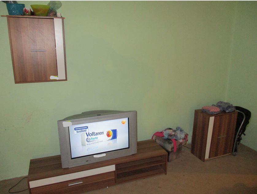 13.2.2019 Dražba modulové obývací stěny. Vyvolávací cena 700 Kč.