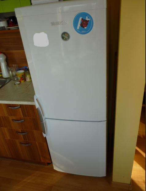 21.2.2019 Dražba lednice s mrazákem zn. Beko. Vyvolávací cena 200 Kč.