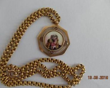 Do 10.6.2019 Aukce umění (zlatý řetízek se zlatým přívěskem Madonky s Ježíškem). Vyvolávací cena 12.500 Kč, ID560328