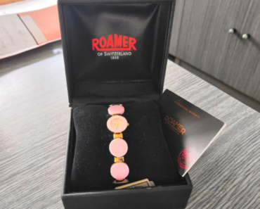 11.7.2019 Dražba dámských hodinek Roamer. Vyvolávací cena 3.100 Kč.