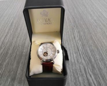 11.7.2019 Dražba pánských hodinek Royal London. Vyvolávací cena 2.100 Kč.
