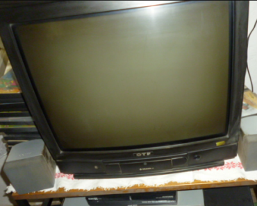 4.9.2019 Dražba barevného televizoru OTF. Vyvolávací cena 30 Kč.
