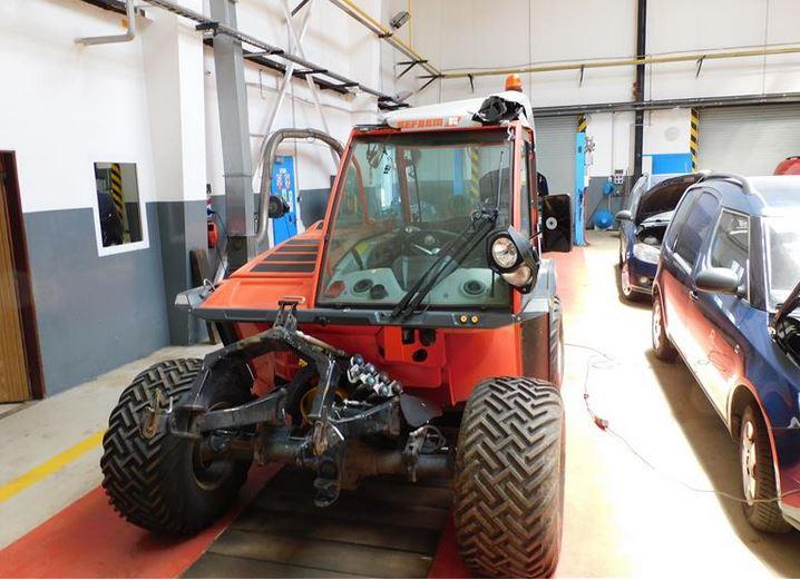 Do 20.7.2019 Výběrové řízení na prodej stroje Reform Metrac H7 RX. Minimální kupní cena 500.000 Kč.