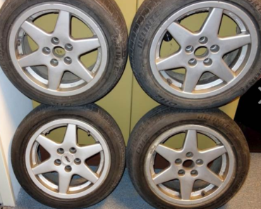 Do 3.7.2019 Aukce 4 kusů pneumatik s disky. Vyvolávací cena 3.000 Kč.
