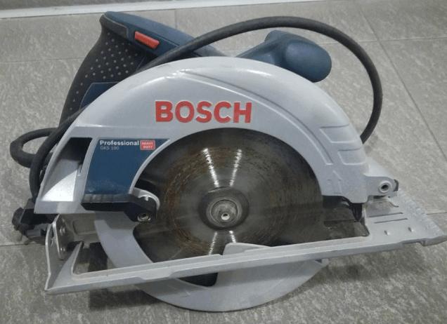 14.8.2019 Dražba ruční kotoučové pily Bosch. Vyvolávací cena 500 Kč.