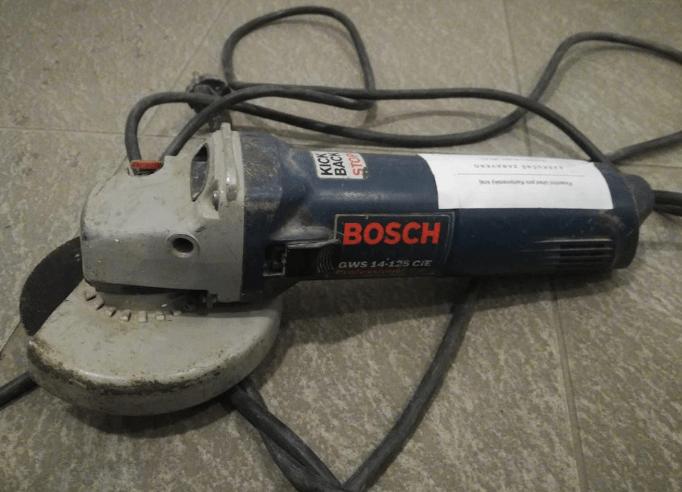 14.8.2019 Dražba úhlové brusky Bosch. Vyvolávací cena 300 Kč.