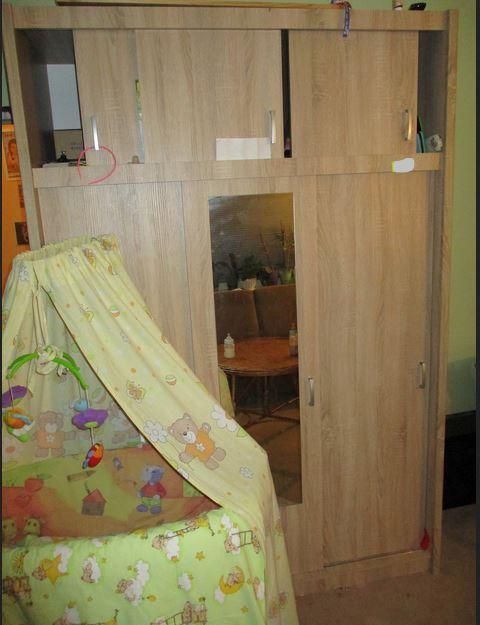 11.9.2019 Dražba nábytku (Šatní skříň). Vyvolávací cena 1.100 Kč, ➡️ ID608161