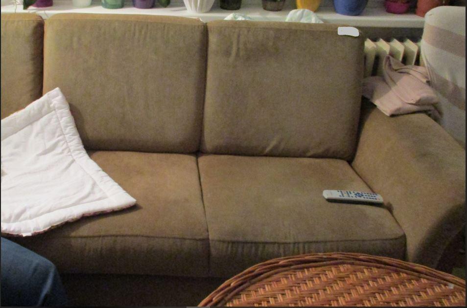 11.9.2019 Dražba nábytku (Sedací souprava). Vyvolávací cena 200 Kč, ➡️ ID608165