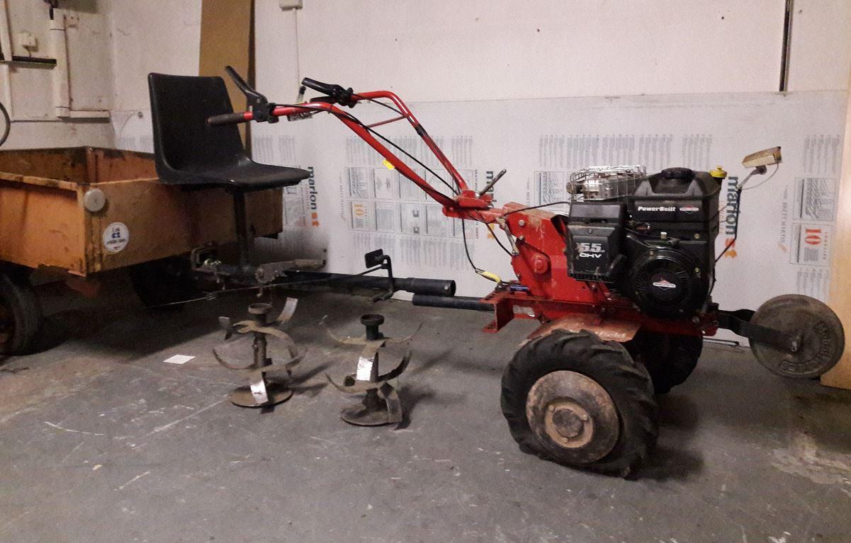 20.8.2019 Dražba traktoru Traktůrek Vari+vozík. Vyvolávací cena 6.000 Kč, ➡️ ID607819