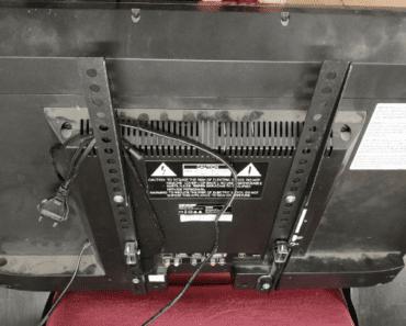 22.8.2019 Dražba LED televizoru Sencor. Vyvolávací cena 200 Kč.