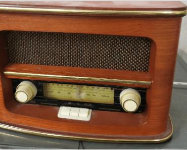 22.8.2019 Dražba retro rádia Orava. Vyvolávací cena 400 Kč.
