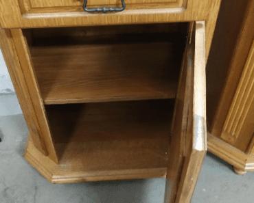 22.8.2019 Dražba sestavy skříněk. Vyvolávací cena 400 Kč.