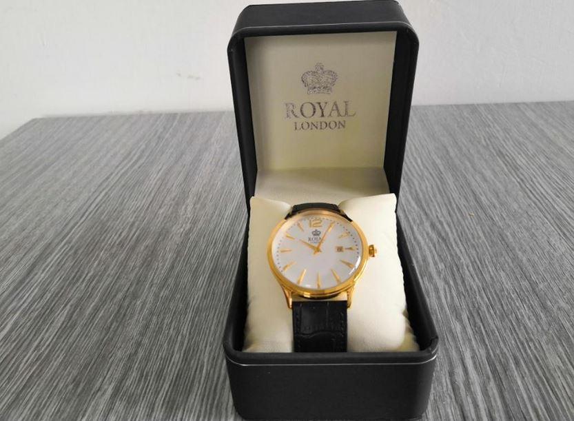6.9.2019 Dražba ostatních movitých věcí (Pánské hodinky Royal London, zlacené). Vyvolávací cena 600 Kč, ➡️ ID621134