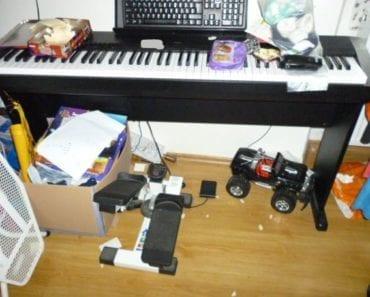 25.9.2019 Dražba ostatních movitých věcí (Digitální piano zn. Casio). Vyvolávací cena 2.000 Kč, ➡️ ID620069