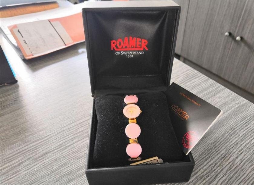 6.9.2019 Dražba ostatních movitých věcí (Dámské hodinky Roamer). Vyvolávací cena 2.200 Kč, ➡️ ID621091