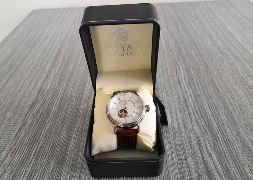 6.9.2019 Dražba ostatních movitých věcí (Pánské hodinky Royal London). Vyvolávací cena 1.300 Kč, ➡️ ID621114