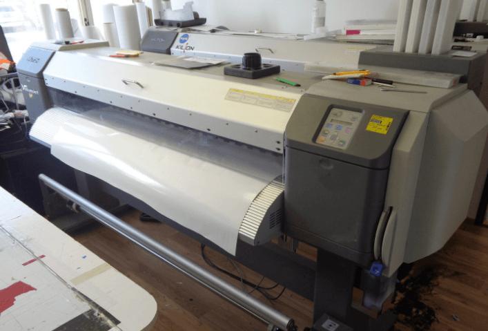 10.10.2019 Dražba tiskárny Plotter. Vyvolávací cena 36.300 Kč.
