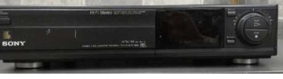 Do 30.9.2019 Výběrové řízení na prodej videorekordéru Sony. Minimální kupní cena 720 Kč.