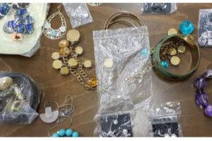 Do 25.9.2019 Výběrové řízení na prodej ostatních movitých věcí (Soubor šperků a bižuterie). Min. kupní cena 195.000 Kč, ➡️ ID643460