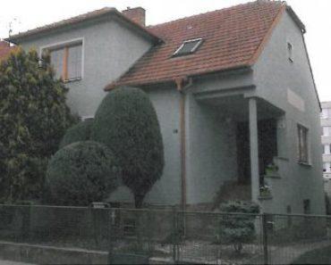 15.10.2019 Dražba nemovitosti (Prodej podílu id. 1/2 na rodinném domě v k.ú. Břeclav). Vyvolávací cena 1.628.000 Kč, ➡ ID644788
