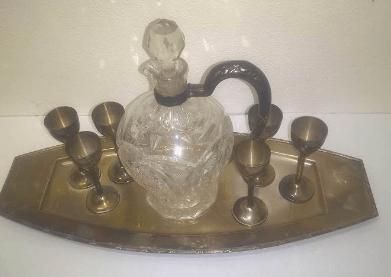 Do 14.11.2019 Aukce karafy se skleničkami. Vyvolávací cena 1.100 Kč.