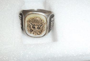 30.10.2019 Dražba prstenu z bílého kovu. Vyvolávací cena 300 Kč.
